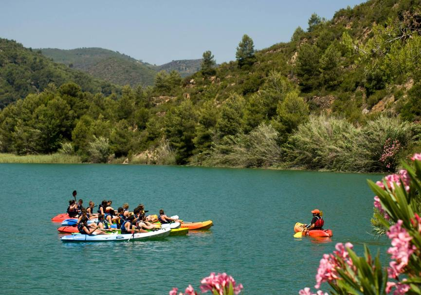 Medium multiaventura kayak guiado escolares