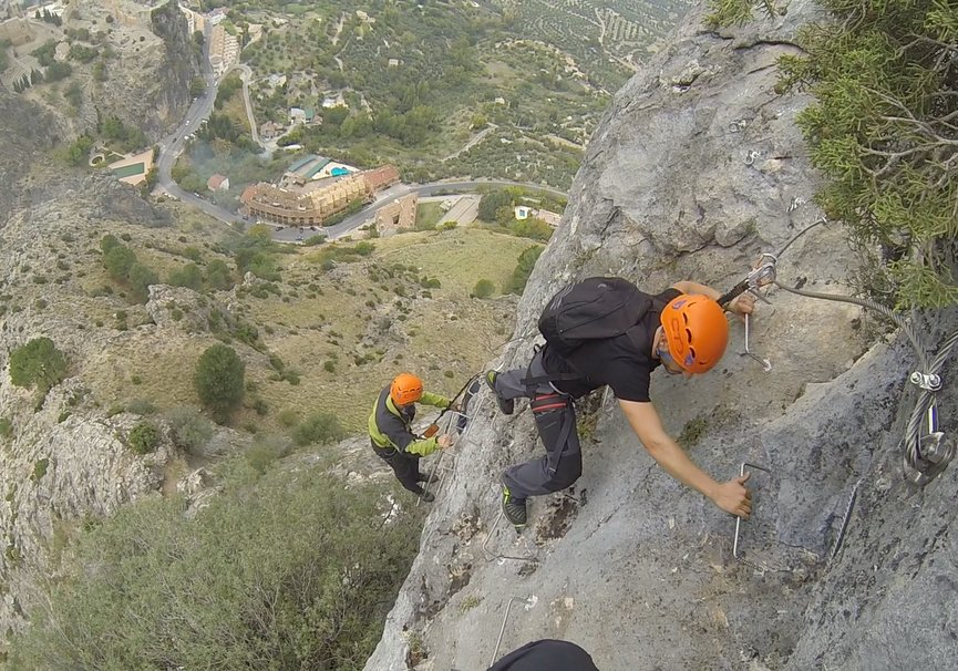Medium ferrata entre escaleras
