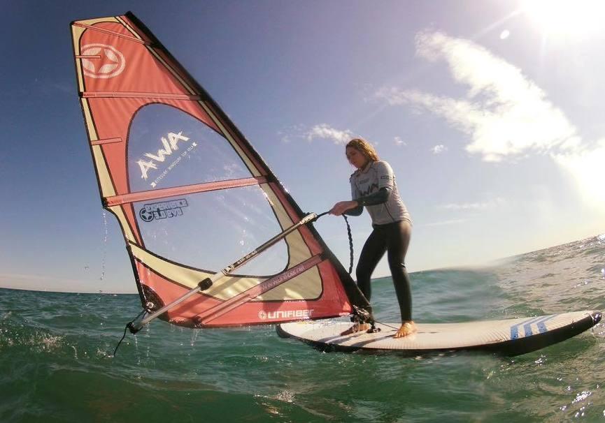 Medium curso iniciacion windsurf granada