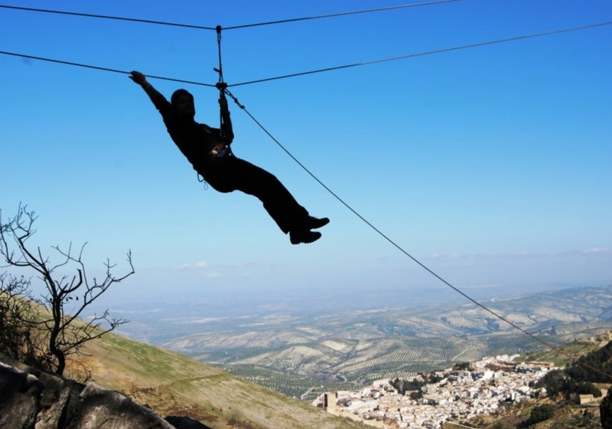 Medium tirolina aventura ecoturismo