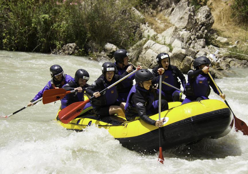 Medium rafting karma turismo activo