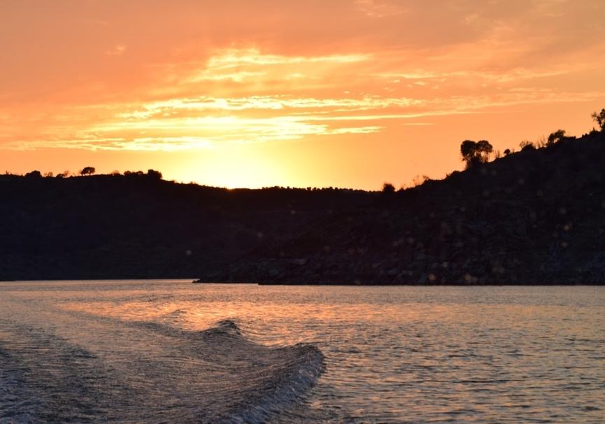 Medium puesta de sol barco