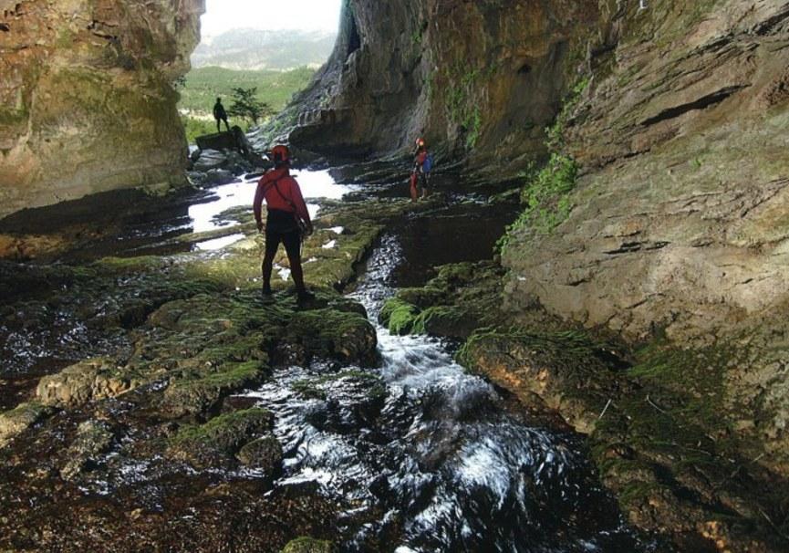 Medium entrada cueva rio mundo