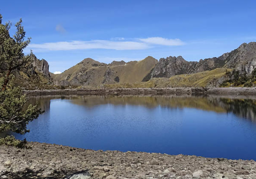 Medium lares amantay lake on route 02