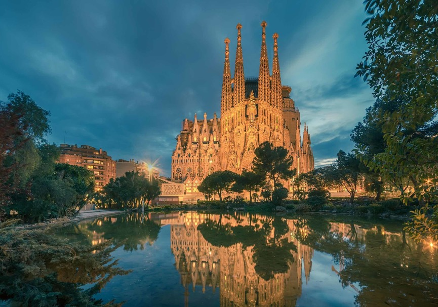 Medium sagrada familia barcelona