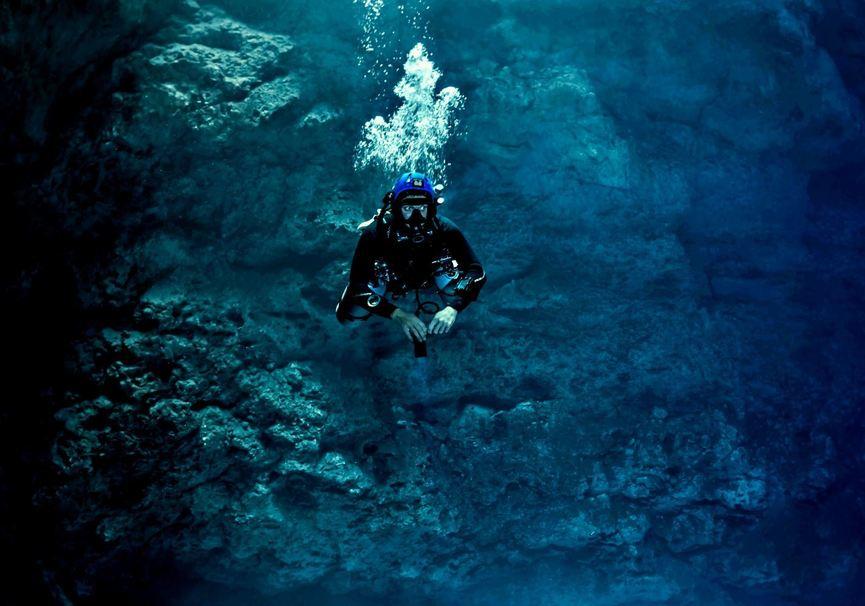 Medium buoyancy specialist bottom middle 1