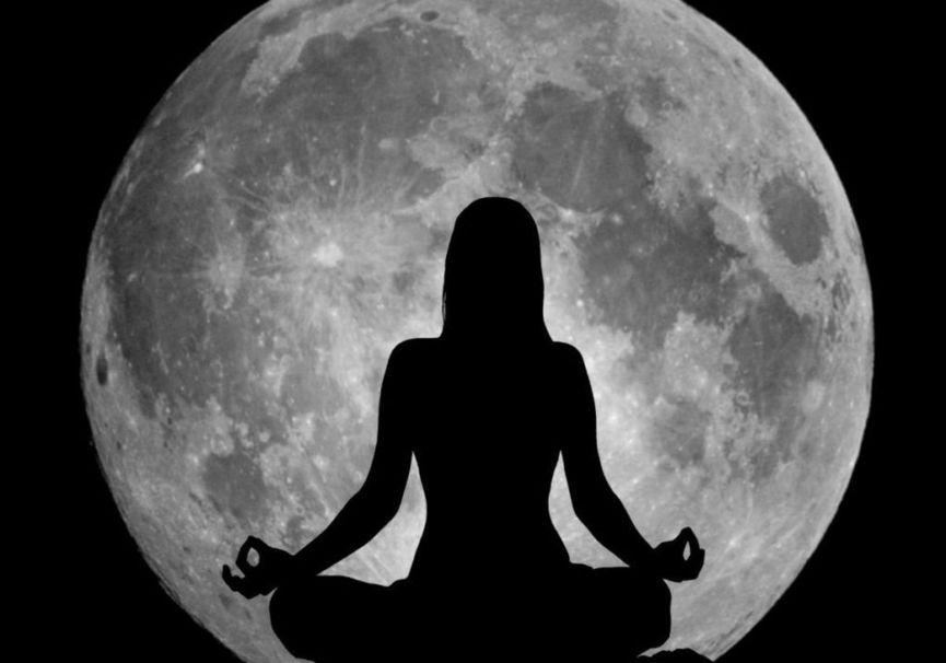 Medium yoga nocturno
