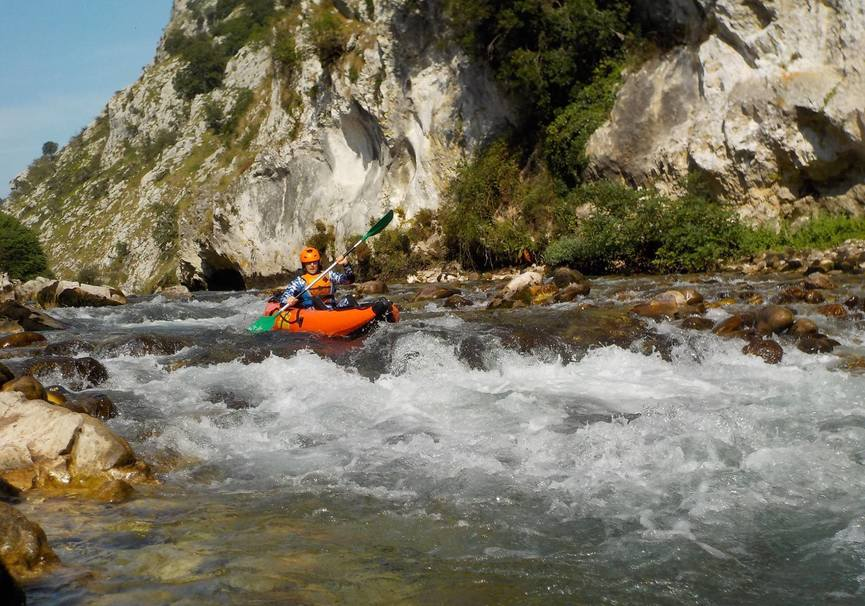 Medium canoa raft picos de europa 2