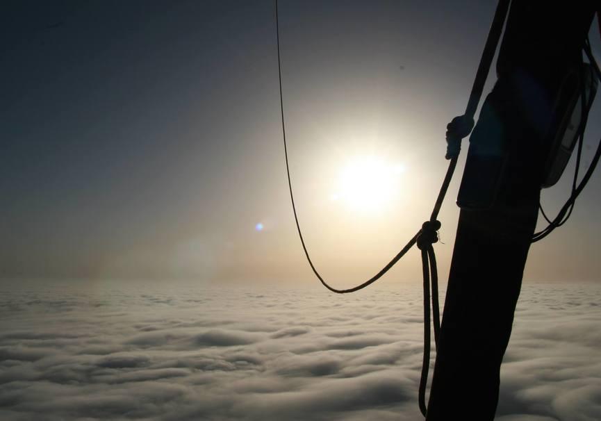 Medium volar en globo sobre catalu a